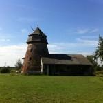Die Mühle ist nicht zu verfehlen. Scheune steht auf dem Gelände...